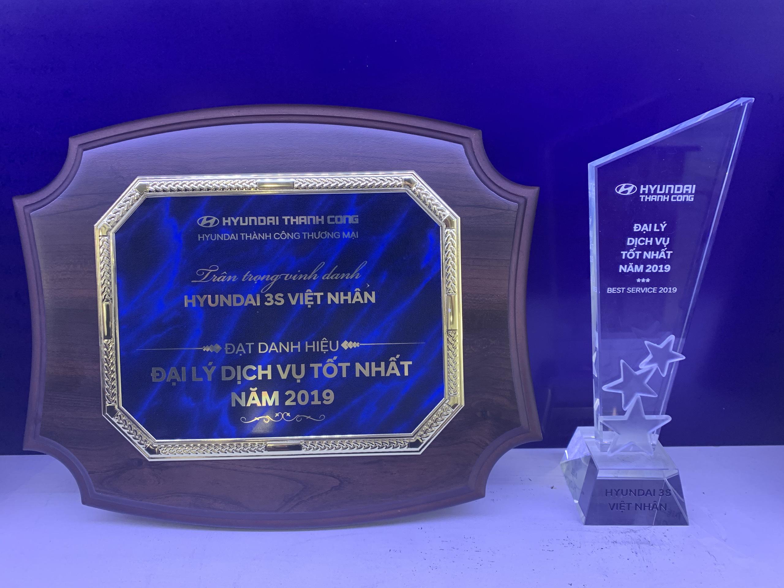 Bằng khen cùng kỉ niệm chương cho Đại Lý Dịch Vụ tốt nhất toàn hệ thống của HTCV
