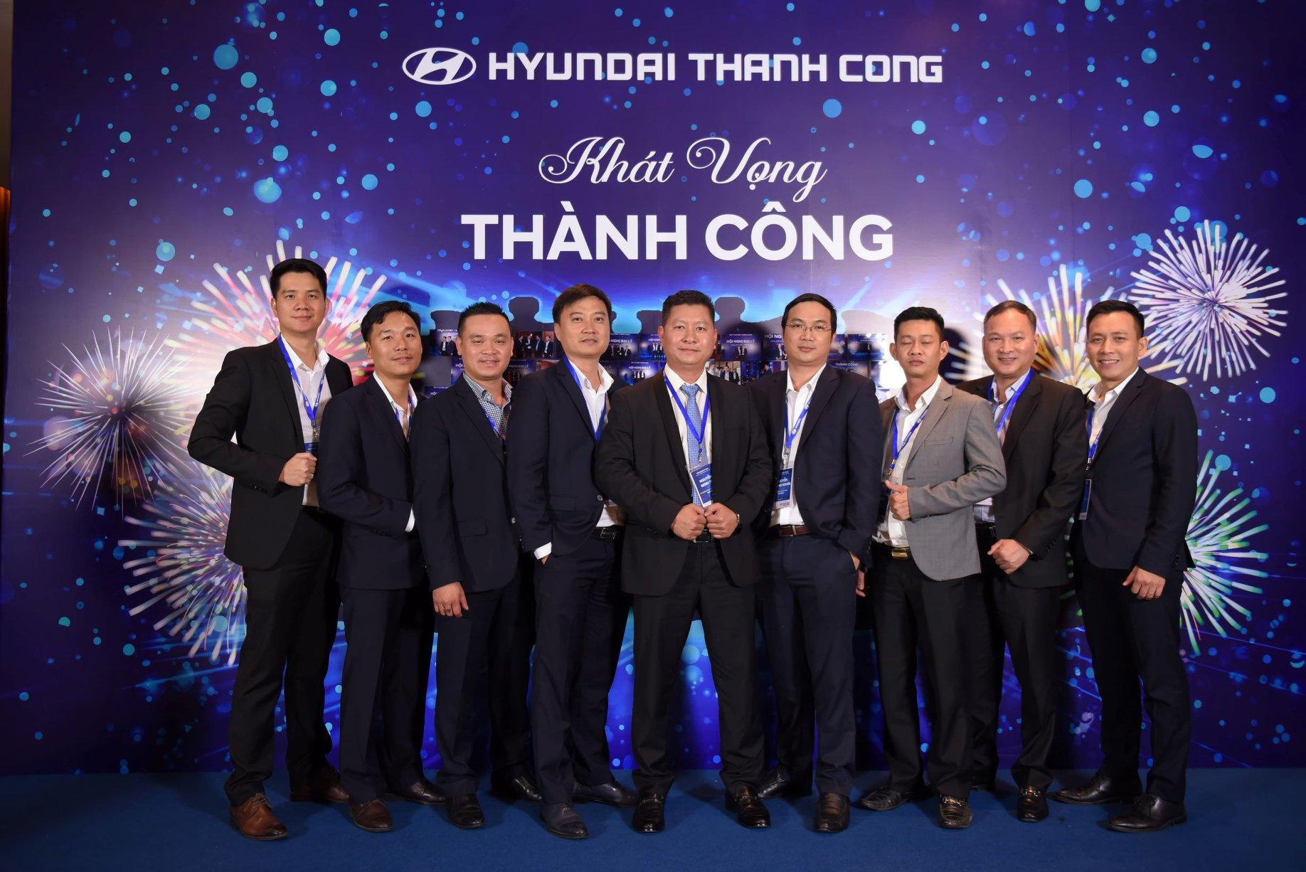 Tổng Giám Đốc cùng Giám Đốc kinh doanh của Hyundai Việt Nhân là khách mời vinh dự tham dự Hội Nghị Đại Lý